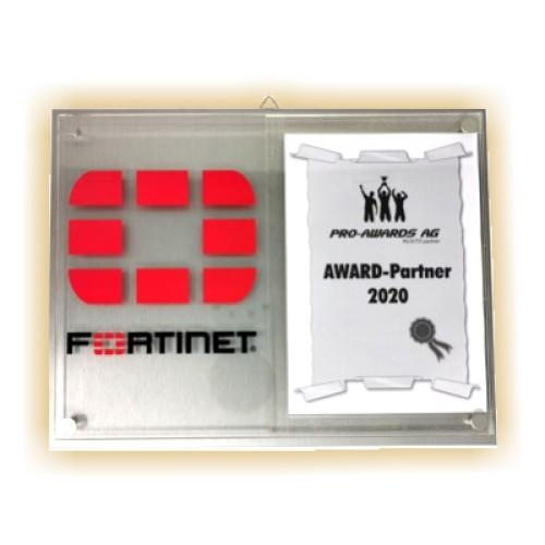 Metall-Acryl-Trophäe FORTINET